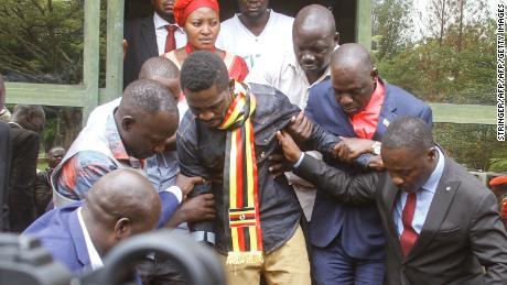 Uganda: opposition leader under house arrest